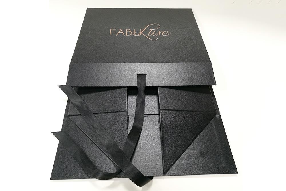 black packaging boxes